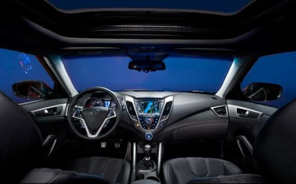 212-hyundai-veloster-hatchback-dashboard