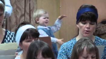 Adorable Girl Conducts Baptist Choir [Video]